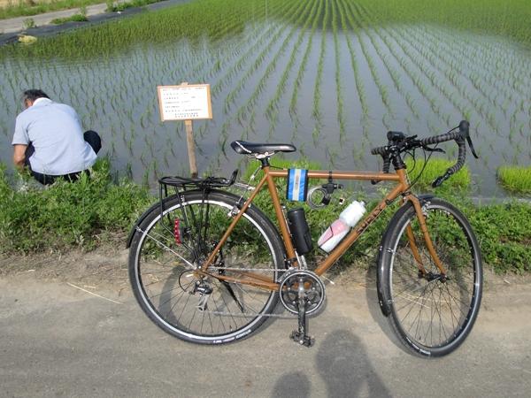 吉田さんと自転車.JPG